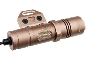 OPSMEN FAST 302M Weapon Light for M-Lok System (800 Lumen) - Coyote Tan