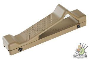 GK Tactical 20mm Rail Aluminium Angled Grip for AEG Series - Tan